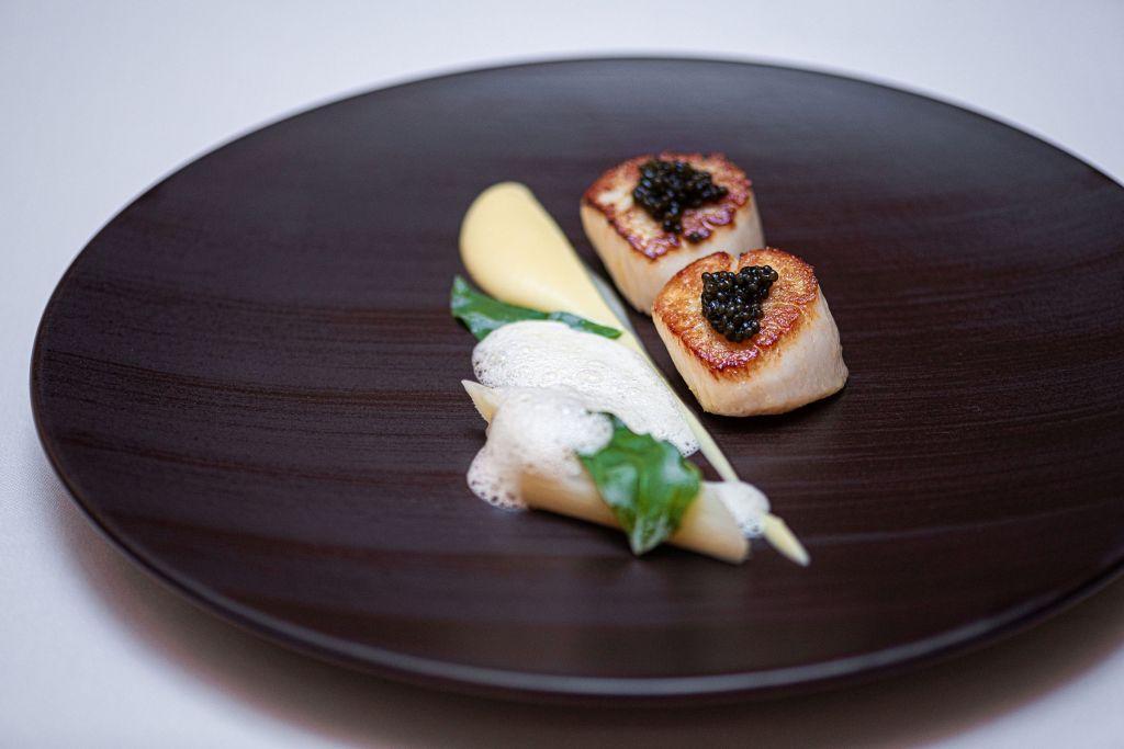 Seared scallops with caviar