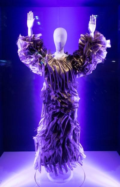 The OSMAN window display combines both art and fashion