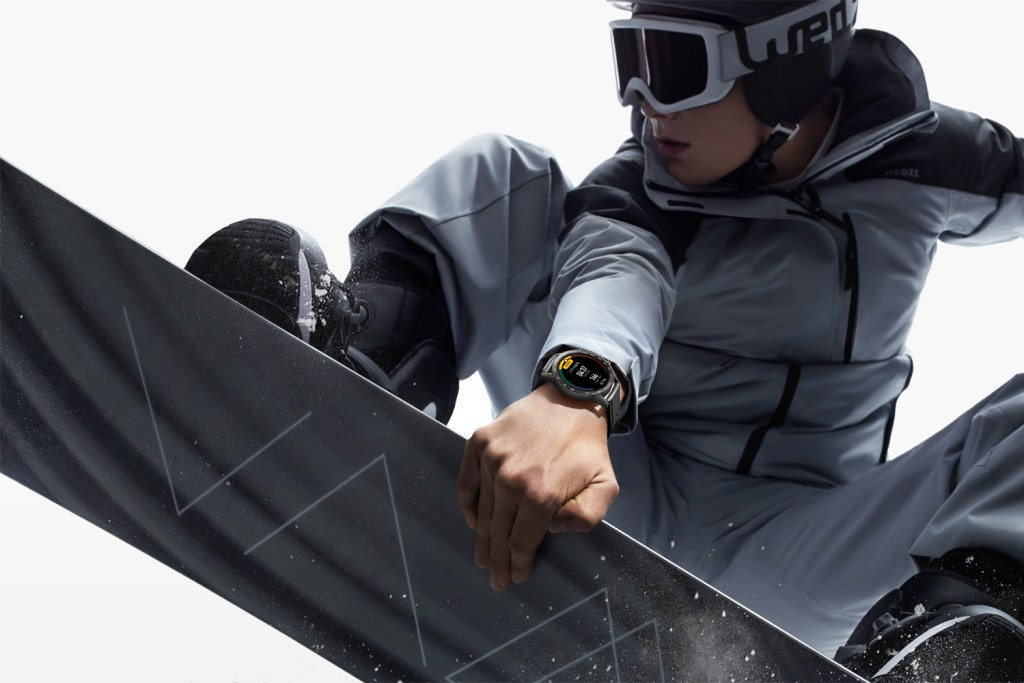 Snowboarding with the HONOR MagicWatch 2