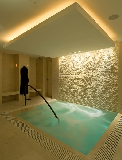 Ushvani Spa hydrotherapy pool