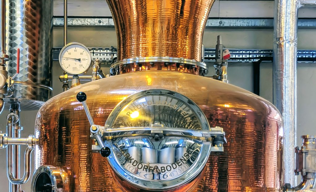 Cotswolds Dry Gin still