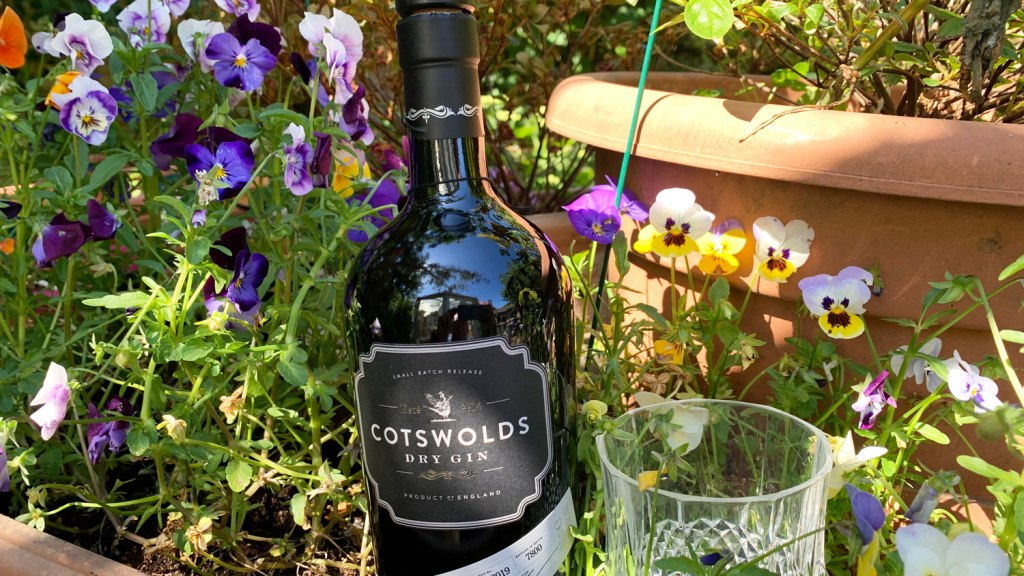 Cotswolds dry gin lifestyle