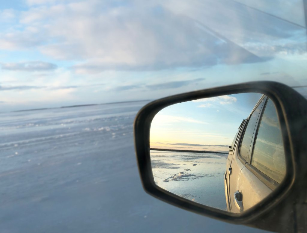 Driving over the ice road to the island of Hindersön