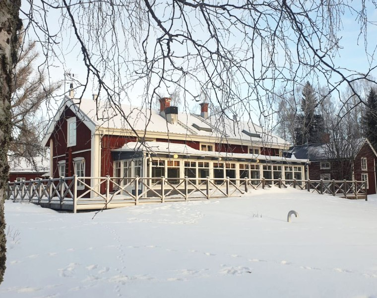 Exterior of Jopikgården lodge on the island of Hindersön