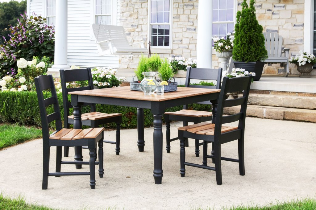 Creating the right setting for outdoor dining