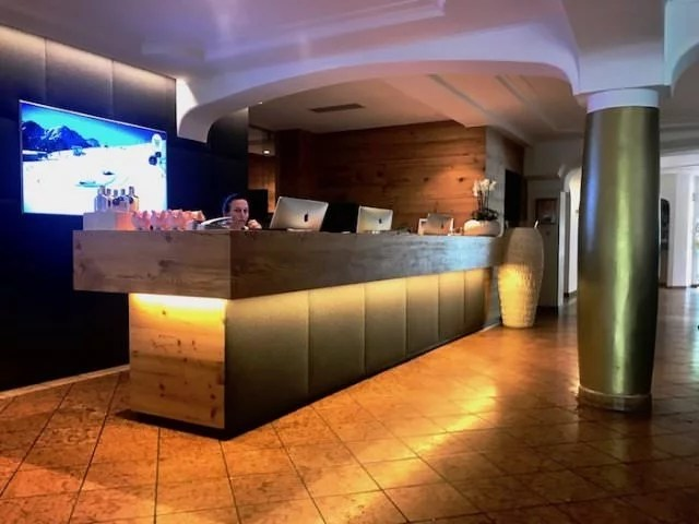 Lanerhof winkler hotel pustertal Suedtirol wellness urlaub familienhotel test kronplatz outdoor berge 01 foyer - Der Lanerhof - Wellness, Gourmet & Sport in Südtirol