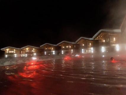 Feuerstein Family Resort Brenner pool nacht - Feuerstein Family Resort am Brenner in Südtirol - Entspannter Luxus