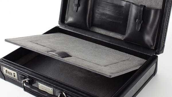 Hidden compartment in the Tumi Tegra-Lite Briefcase