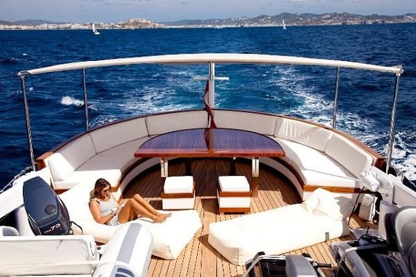 Yacht charter services from Exquisite-Voyage.com