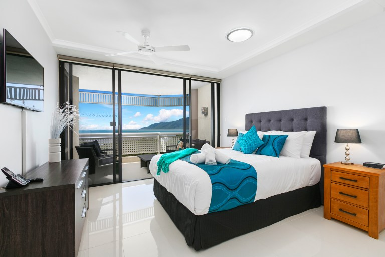 cairns luxury seafront apartment luxury private apartments. Black Bedroom Furniture Sets. Home Design Ideas