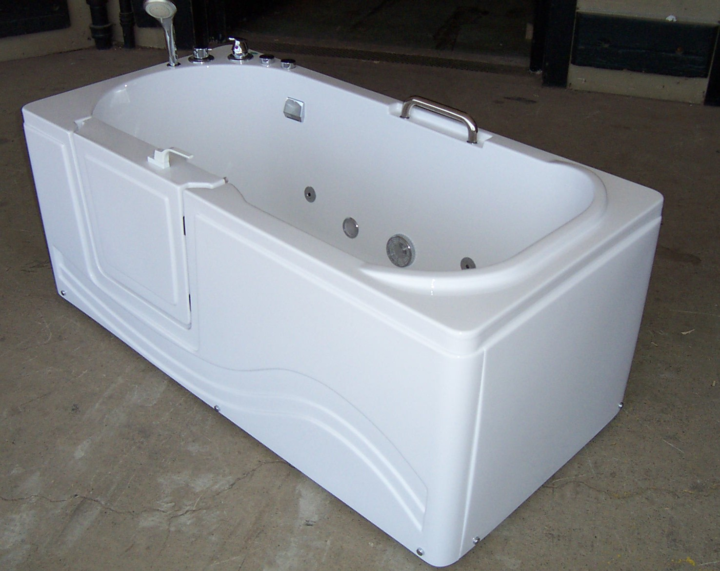 Luxury Spas And Whirlpool Bathtubs OW 9WO4 Walk In Tub