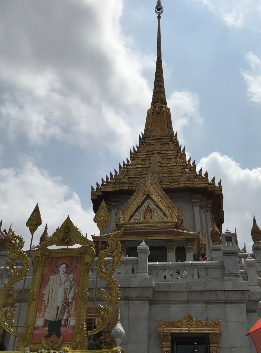 see bangkok in luxury while taking in the culture & avoiding scams