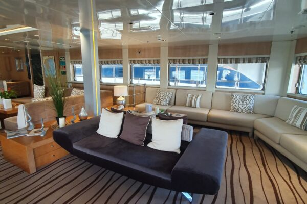 VARIETY VOYAGER MAIN LOUNGE AREA 2019 (3)