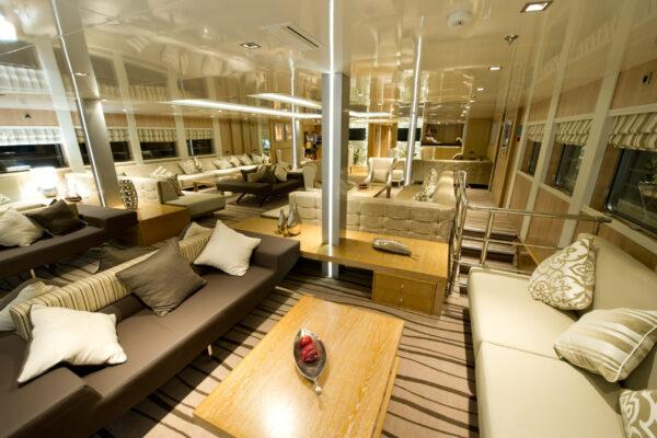 Voyager main lounge