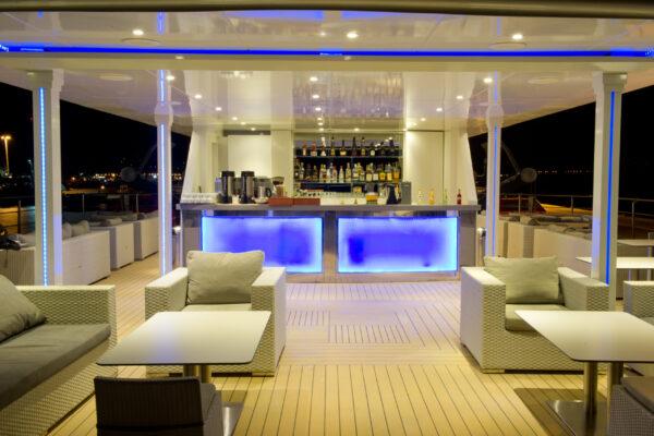 Voyager sun deck bar