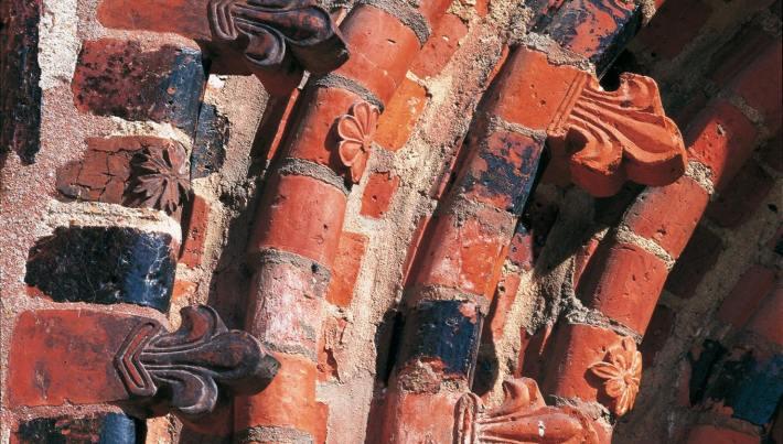 Ziegelsteine mit Ornamenten