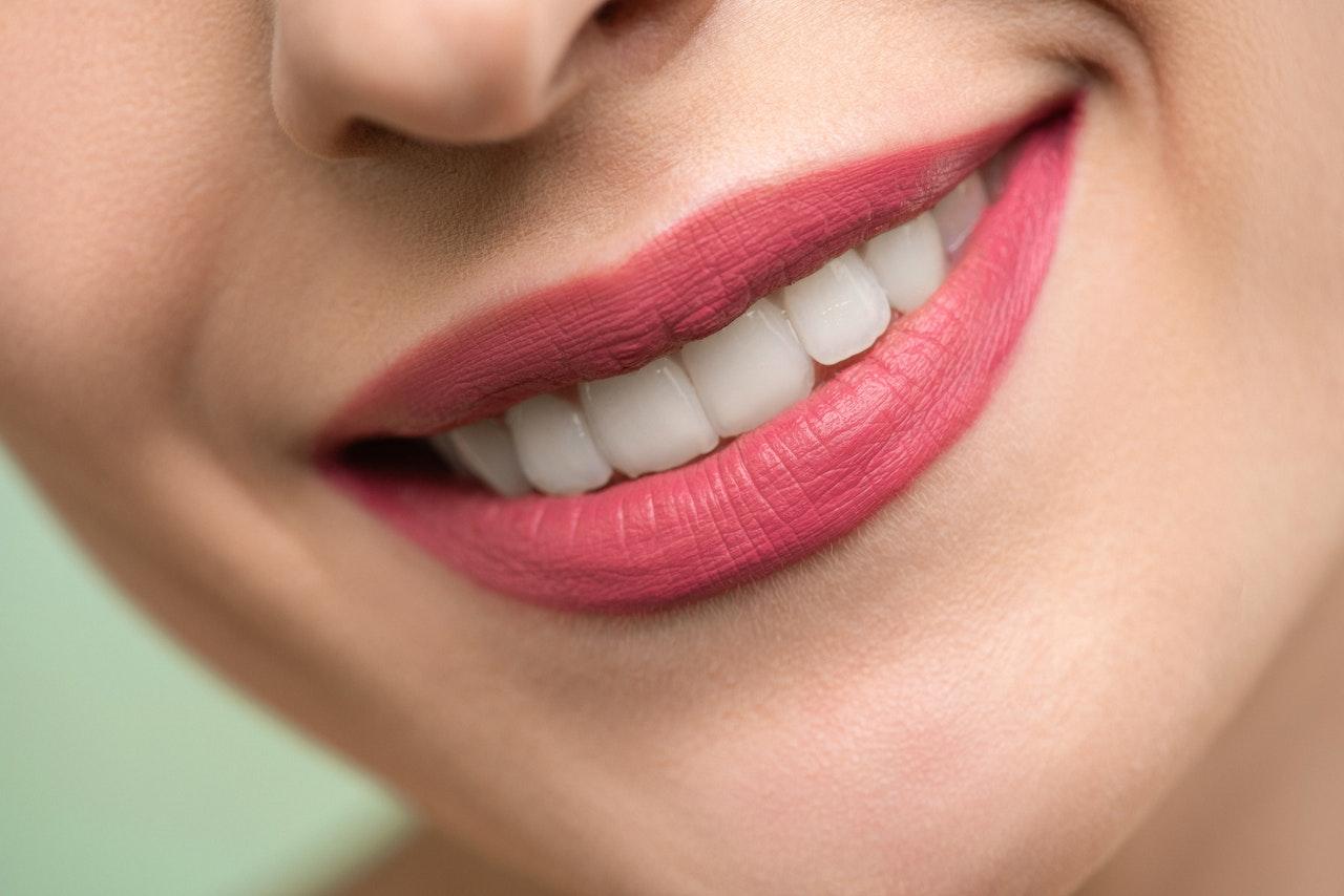 Čo pomáha na citlivé zuby?