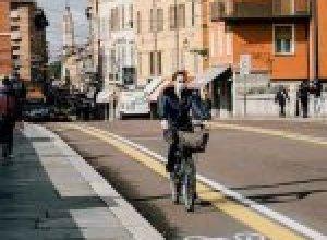 Alejandro Cabeza con su retrato de Cervantes junto a Milagros del Barrio Pérez-Grueso y Susana García Moya_552x405