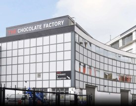Norueguesa The Chocolate Factory supera tempo de inatividade de máquinas ao substituir peças metálicas por impressas em 3D com material de alto desempenho da Stratasys