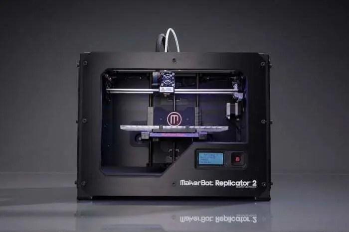Impressora 3D da Makerbot com modelo preto. Confira nosso post agora!!