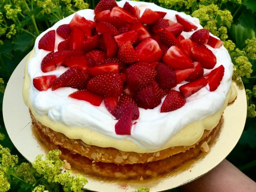 Mazarintårta med jordgubbar
