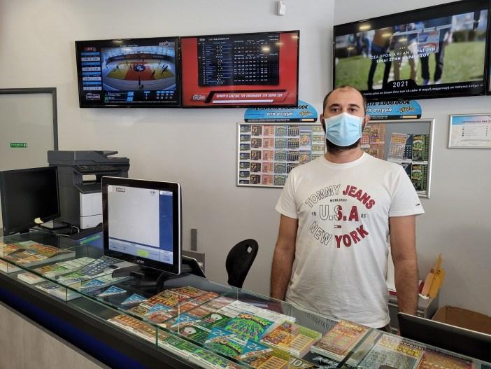 Ο κ. Βαγγέλης Μοδές, ιδιοκτήτης καταστήματος ΟΠΑΠ στο Γαλάτσι