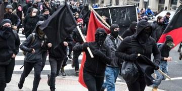 Antifascister på gaten i den amerikanske hovedstaden i 2017. (Foto:cantfightthetendies / CC BY 2.0)
