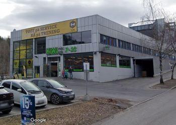 LIA TRENING PÅ HOLMLIA ER ÅPEN, MEN LIA BAD OG TRENING SOM LIGGER KORT AVSTAND UNNA ER NÅ STENGT DELVIS PGA TRUSLER FRA UNGDOMSGJENGER. (Foto: Google Streetview).