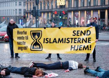 AKSJON I KØBENHAVN. (Foto: Generation Identitær Danmark).
