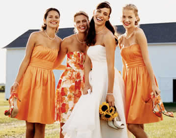 Look Hot and Elegant Wearing Bridesmaid Dresses