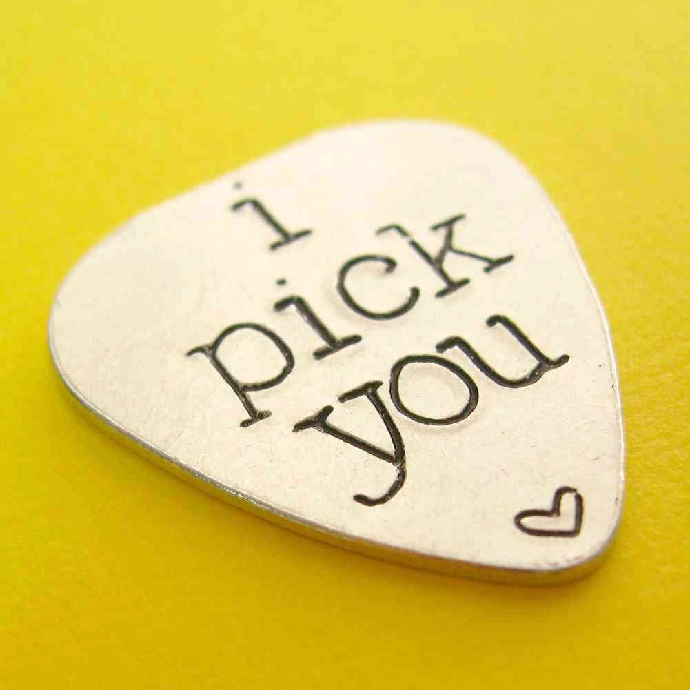 how to choose the right guitar pick for you