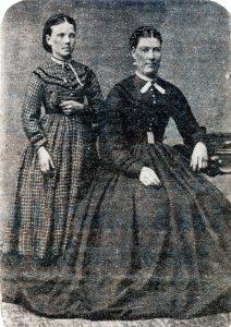 Redan Elmina Totten Mott and siater Mrs Anna Steacy 1890 Darling bk3p172
