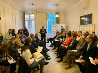 François-Noël Buffet présente ses têtes de listes pour les élections métropolitaines à Lyon