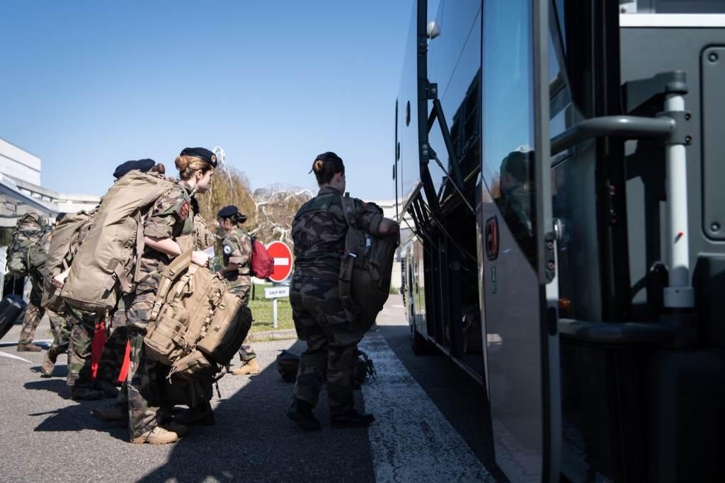 Resilience : les élèves des EMSLB renforcent les Hôpitaux militaires