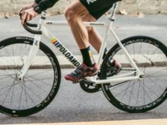 Des cyclistes bénévoles font les courses des personnes âgées
