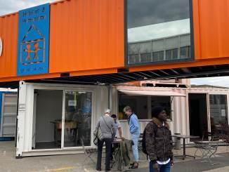 Le Village Mobile vise à accueillir 70 personnes de 15 nationalités différentes, des hommes seuls, demandeurs d'asile, en attente de traitement de leur dossier.