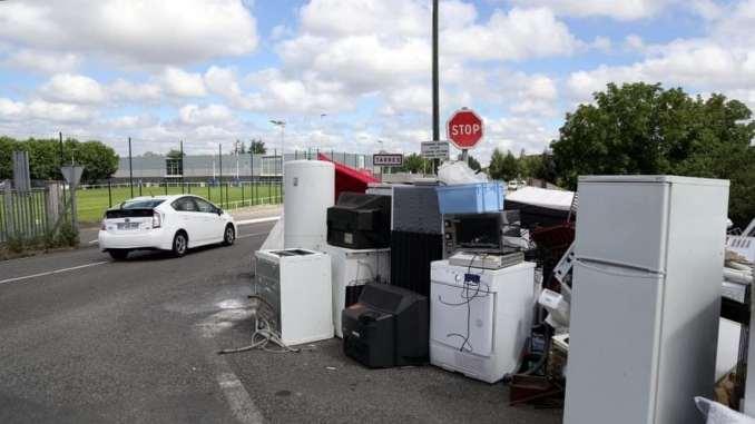 Waster est une plateforme de mise en contact entre collecteurs et citoyens souhaitant se débarrasser d'objets divers