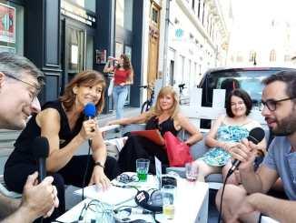 Enregistrement en plein aire sur la terrasse de la Comédie odéon