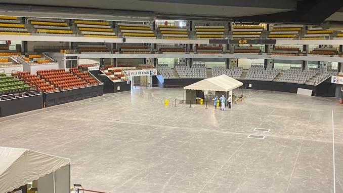 centre de dépistage COVID-19 au palais des sports de Gerland