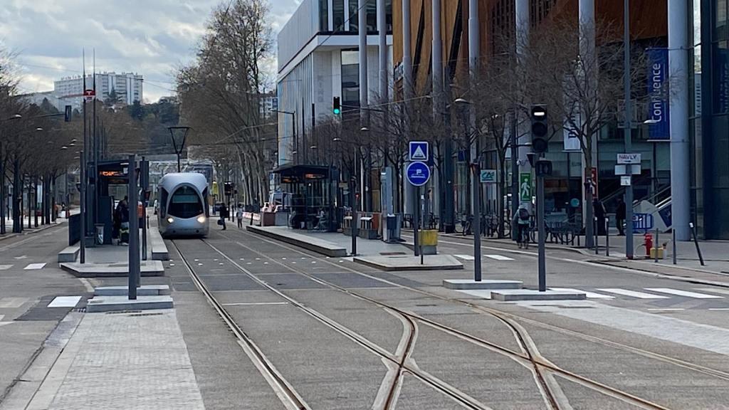 aménagement provisoire cours Charlemagne piéton - Lyon Demain
