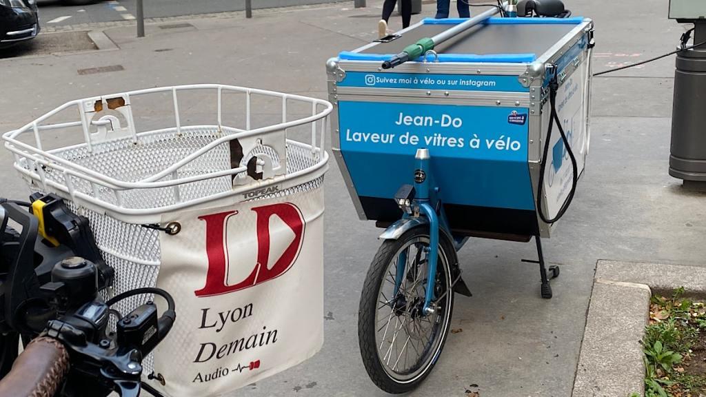 vélo-cargo laveur de vitres