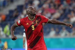 Chelsea-linked Belgium striker plans to stick with Italian club