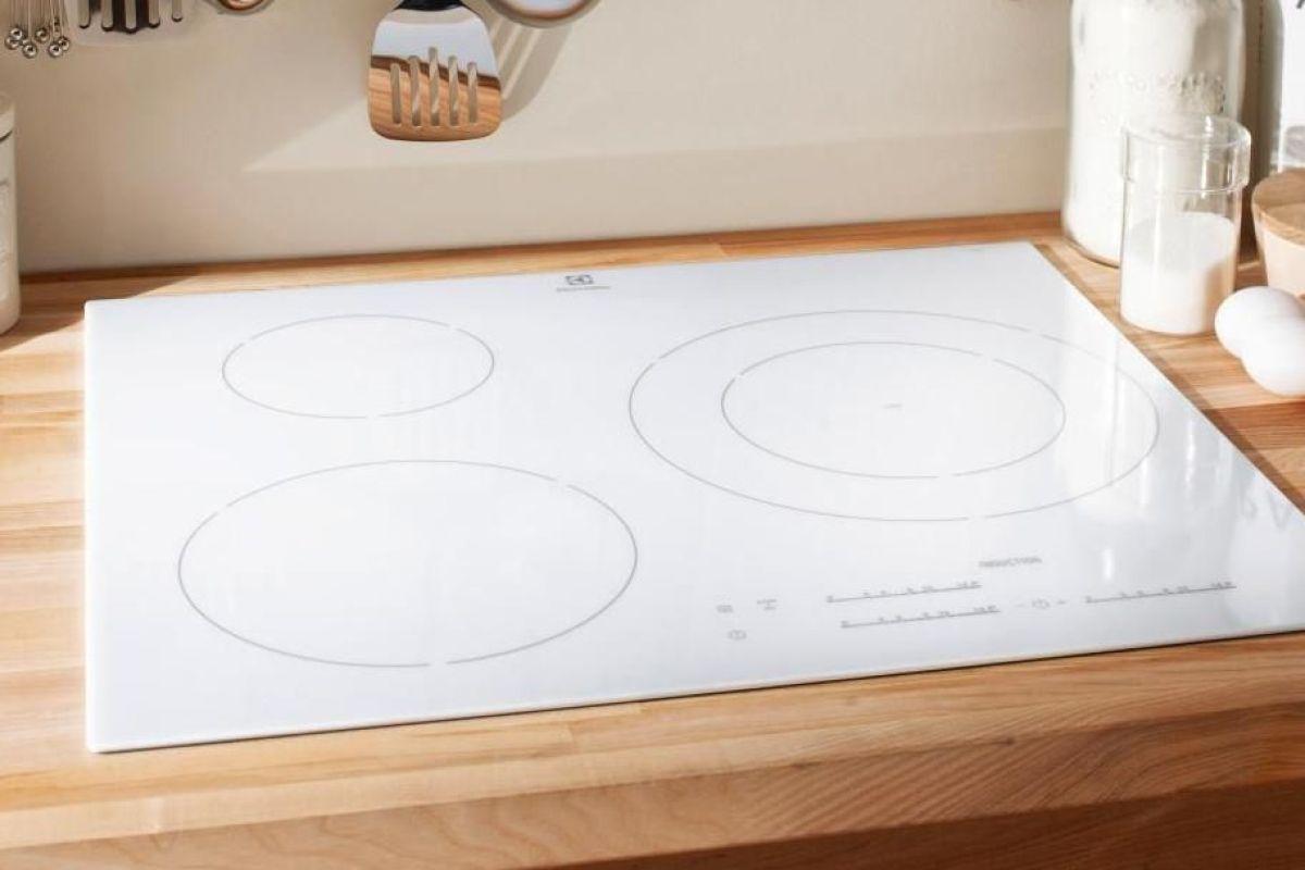 plaque de cuisson vitroceramique blanche