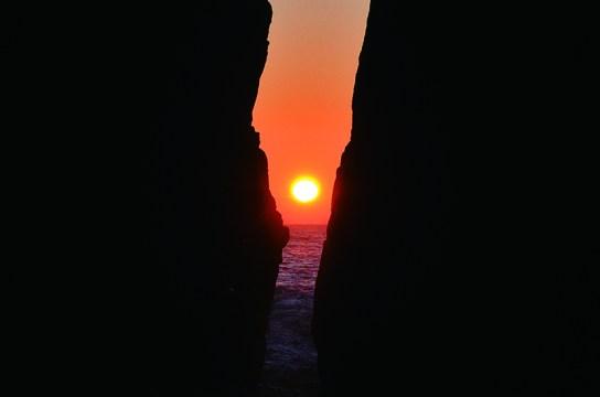 今月10月下旬、神割崎で美しい日の出をご覧いただけます。