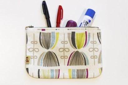 文房具はもちろん、化粧品やお菓子を入れたり、様々な用途で使えます!
