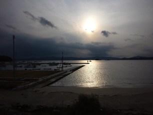 歌津泊浜漁港へ集合、夜の海へ繰り出します。
