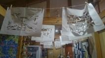 南三陸町綜合觀光導覽處內的剪紙裝飾