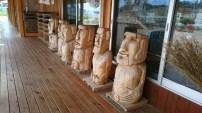 ポータルセンターに並ぶ木製のモアイたち⑤