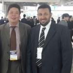 الدكتور سعيد الغامدي خلال زيارته المعرض