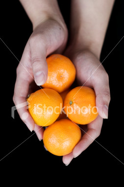 ist2_1201776_mandarin_oranges_in_hands.jpg